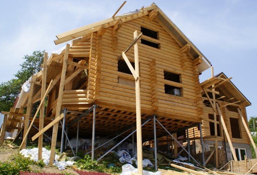 Каркасный дом из дерева на винтовых сваях