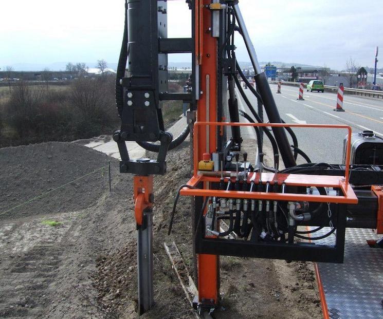GAYK HRE 1000: сваебойная гидроустановка для дорожных свай