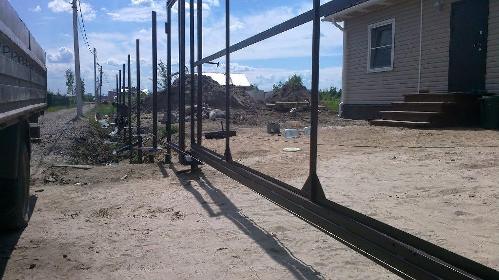Забор и ворота на сваях — просто и практично